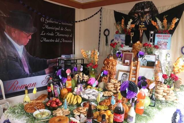 Sucrenses despiden a las almas en los tradicionales k'anchakus