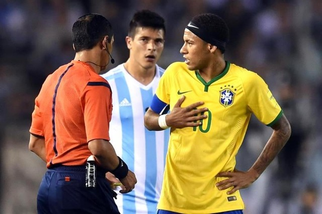 Argentina empata con Brasil 1-1 y profundiza su crisis de resultados