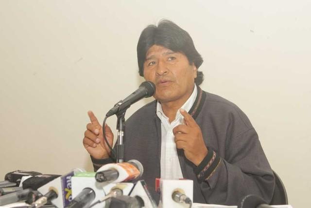 Presidente pide a la COB flexibilizar su posición