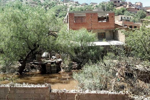 Villa Rosario: A diez días del desastre aún hay agua