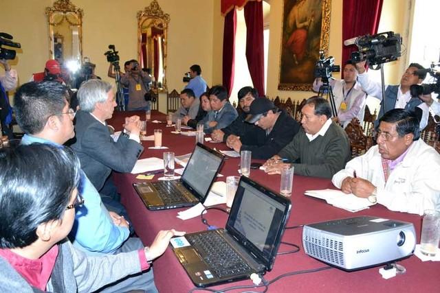 Aguinaldo: COB mantiene su rechazo a diferir pago