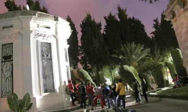 Ensayan visitas nocturnas al cementerio desde hoy