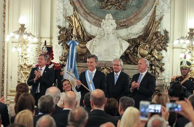 Asume Macri y llama a dejar la confrontación