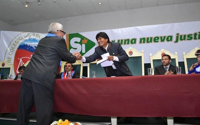 Colegio de Abogados de La Paz respalda la reforma de la CPE