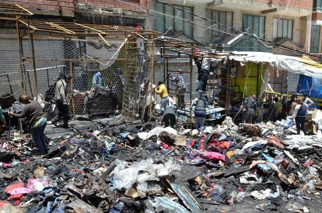 La Paz: Incendio deja en cenizas parte del mercado Uyustus