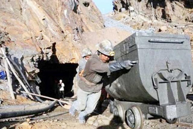 Cotización de minerales cae 32% durante un año