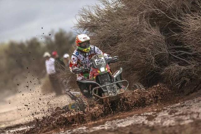 Pilotos bolivianos cerca de acabar el Rally