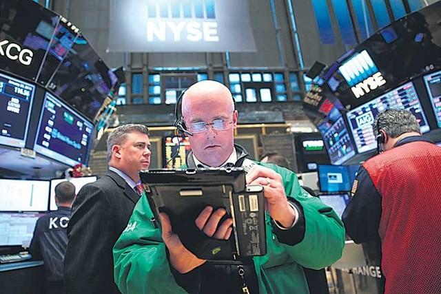 La excesiva oferta hace caer el precio del crudo