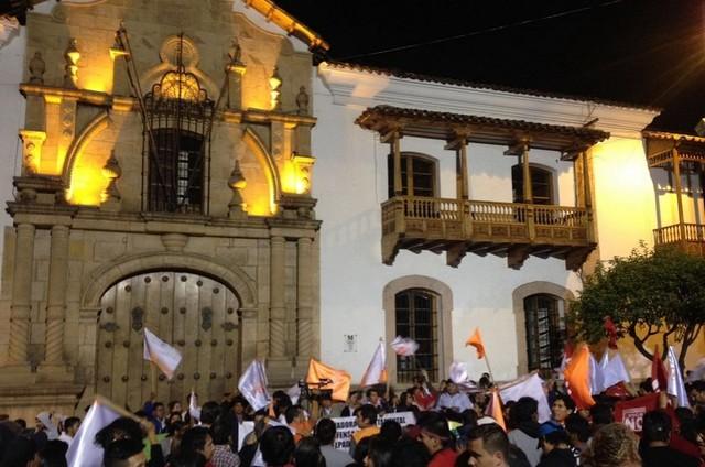 Referéndum: Opositores festejan y oficialistas prefieren esperar