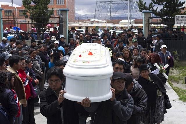 """Envían a cinco padres de familia a la cárcel por la """"tragedia de febrero"""" en El Alto"""