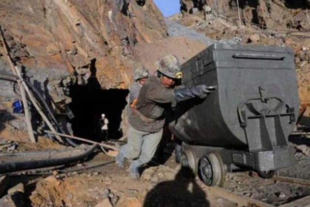 Crudo y minerales con ligera mejora este año