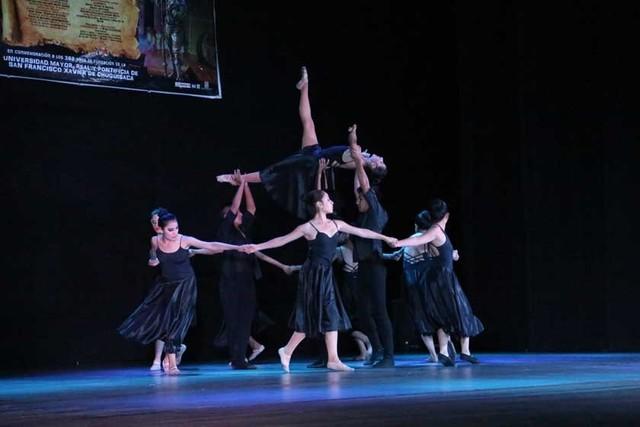 Aplauso cerrado a elencos  de danza de Sucre y La Paz