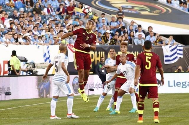 Un gol de Rondón hunde a Uruguay y clasifica a Venezuela