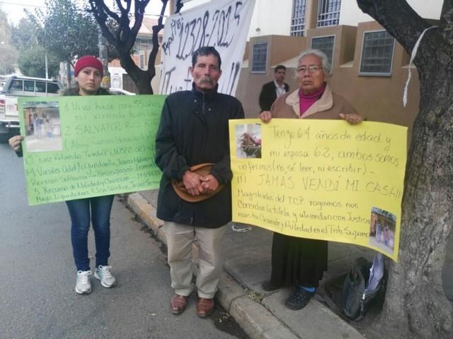 Ciudadanos piden justicia e instalan vigilia a puertas del TCP