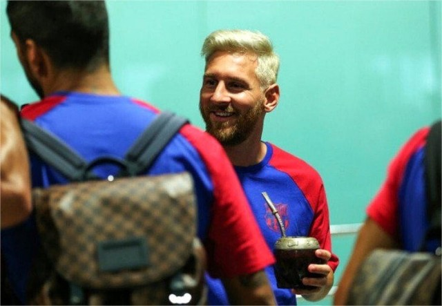 Messi anuncia que seguirá jugando con su selección y acapara atención de medios