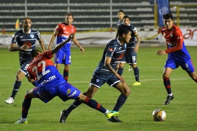 Universitario no pudo sostener la ventaja y acabó perdiendo frente a Bolívar