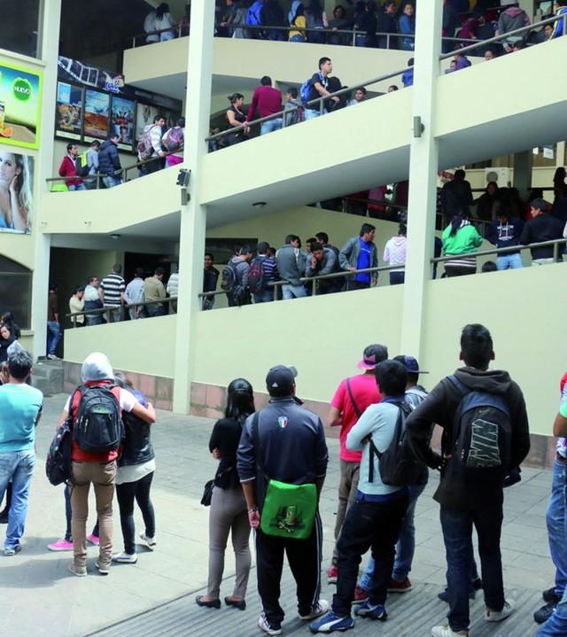 Fans del cine en Sucre llenan hoy las salas del SAS