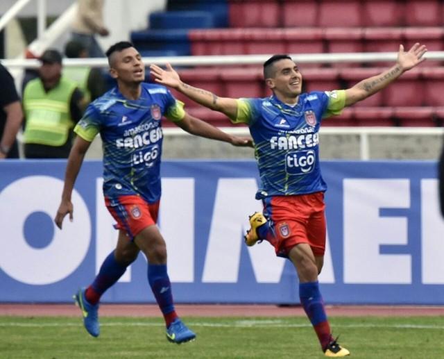 Universitario se impone a Wanderers y sueña en su debut en la Libertadores