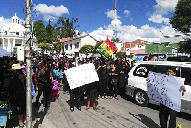 """Entre gritos de """"justicia para Javier"""", entierran a Quintasi, asesinado el martes"""