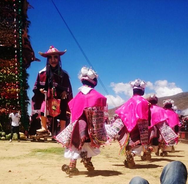Pujllay y Ayarichi cautivan a miles en Tarabuco