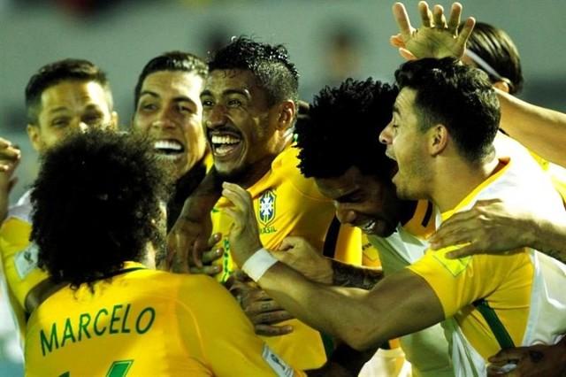 Brasil toca a las puertas de Rusia en una noche de Paulinho y Neymar