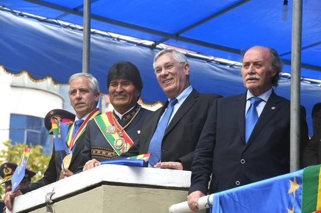 """Morales dice que diplomacia de Chile """"se cae pedazo a pedazo"""""""