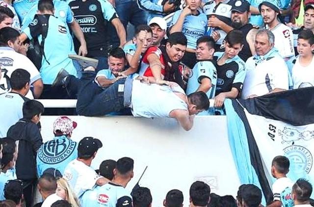 Se entrega el presunto instigador de homicidio de hincha argentino de fútbol