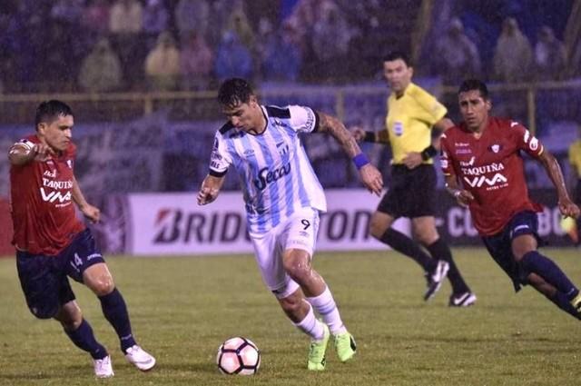 Wilstermann le puso suspenso al final pero no pudo ante Atlético Tucumán