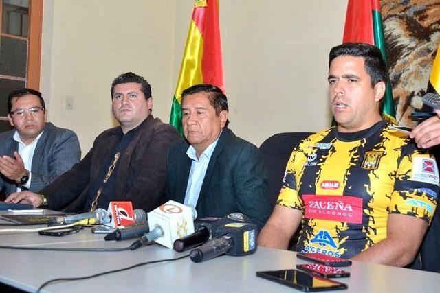 El venezolano Daniel Farías es presentado y asume el mando de The Strongest