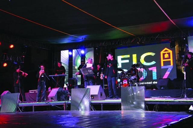 Wara y Artmusic brillan  en concierto de apertura
