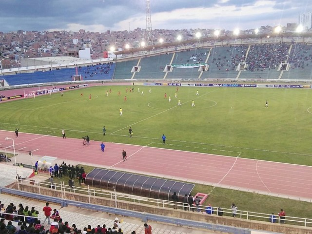 Universitario empata sin goles y desaprovecha frente a su rival del descenso