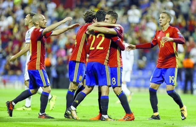 España al Mundial; Islandia y Serbia, cerca