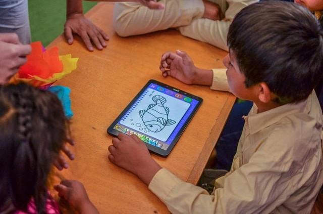 Tigo inaugura en Sucre aula digital para a niños y jóvenes con discapacidad motriz