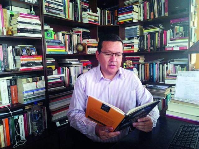 César Rojas presenta hoy Multicrisis global