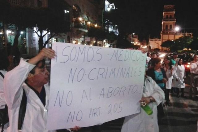 Sucre: Médicos y el colectivo Mujeres Fuertes unieron fuerzas en marcha