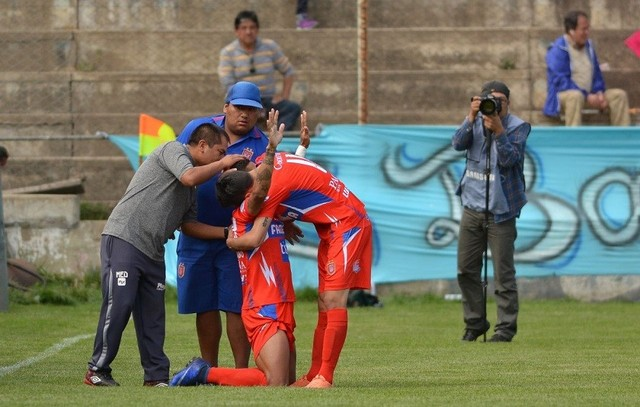 Universitario gana a Bolívar y se cita con Petrolero en un partido extra