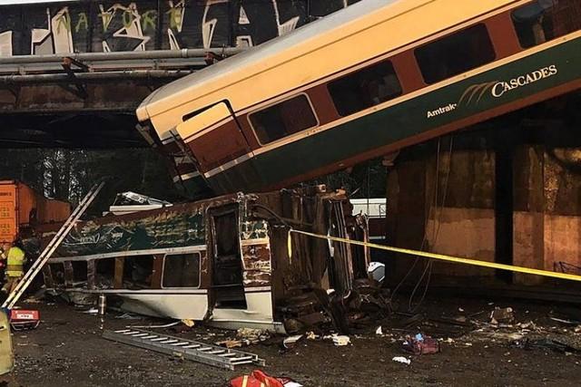 Un descarrilamiento de tren en EEUU deja varios muertos y decenas de heridos