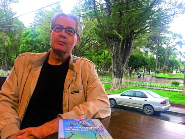 Scott Moreno presenta su libro de cuentos en Sucre