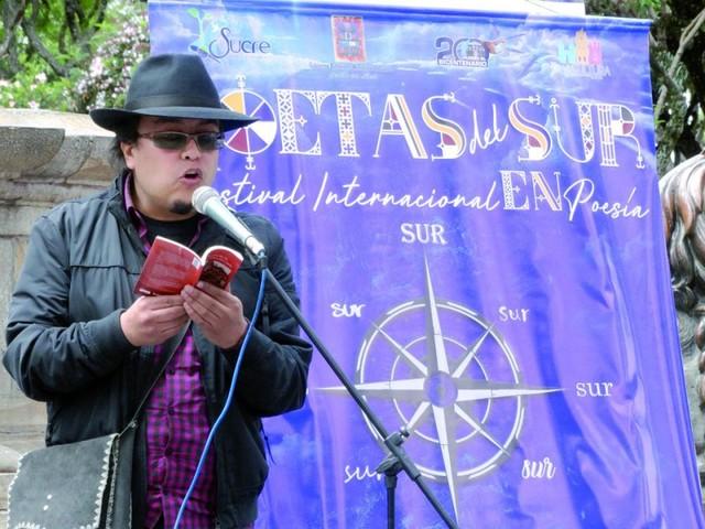 Escritores llevan su obra a las calles
