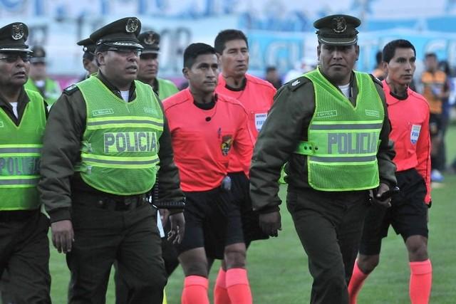"""Claure recopila los """"errores"""" que el árbitro Jordán cometió en contra de Bolívar"""