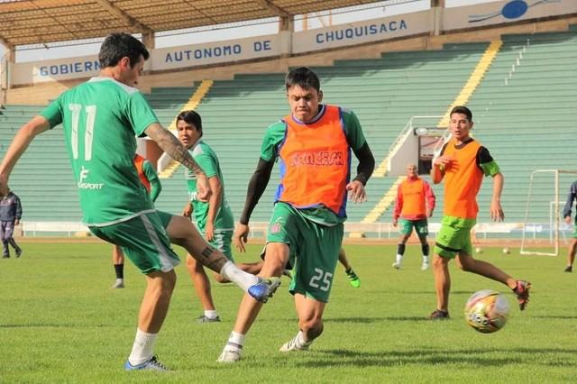 U: Dirigentes pagan primer compromiso y aseguran equipo titular frente a San José