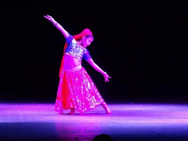 Un millar de danzarines muestran talento