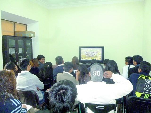 Recorrer Bolivia es posible con videoteca
