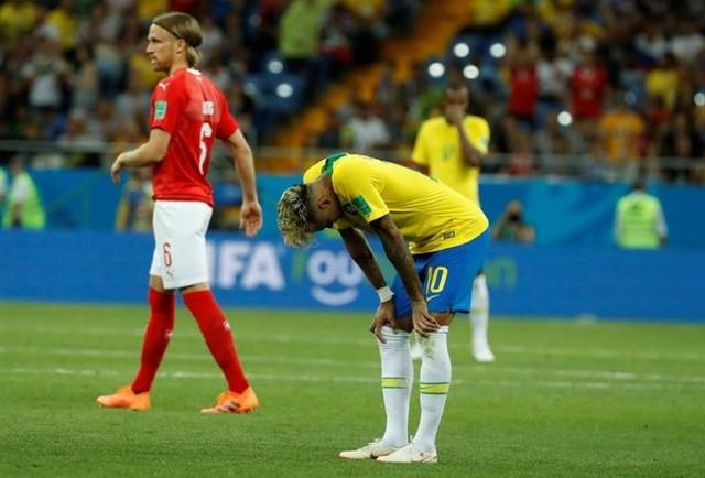 Prensa brasileña decepcionada con el empate y molesta con el árbitro