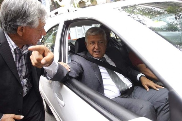 López Obrador renuncia a la seguridad, a la residencia oficial y al avión presidencial