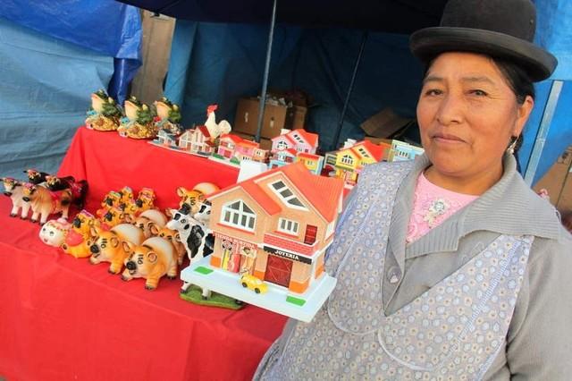 Sucre: Feria de la Alasita se instaló en un 90%