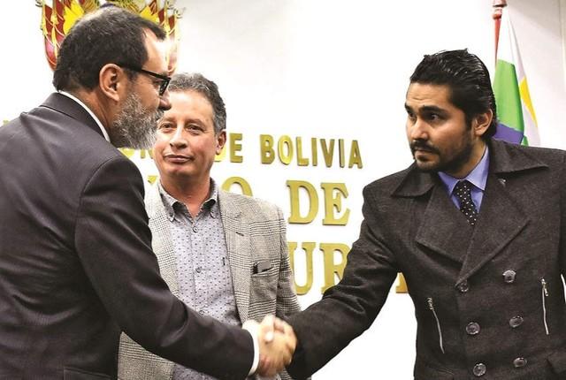 """Bascopé apunta a funcionarios públicos por """"alta traición a la patria"""""""