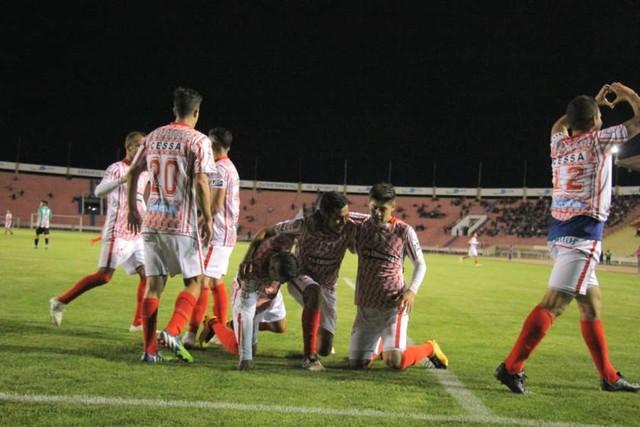 Independiente pierde dos unidades en su casa con un gris empate