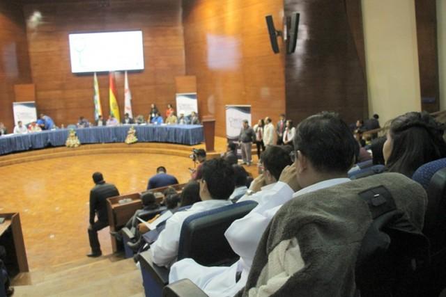 Delegados analizan nuevo  sistema gratuito de salud