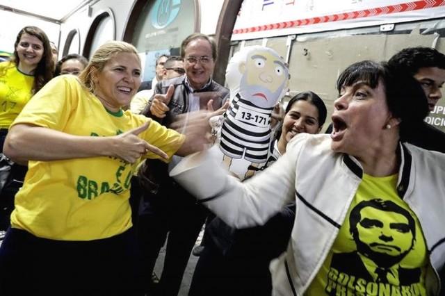 Brasil: Ultraderechista Bolsonaro obtiene el 48% y socialista Haddad 26% con el 57% escrutado